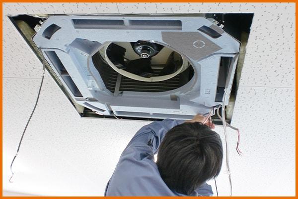 エアコン洗浄作業中! 五代産業株式会社 兵庫県尼崎市